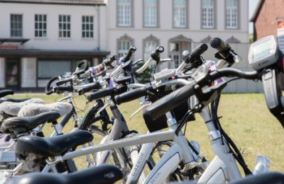 bici eléctrica 400x260 - El kit que convierte tu bici manual en eléctrica