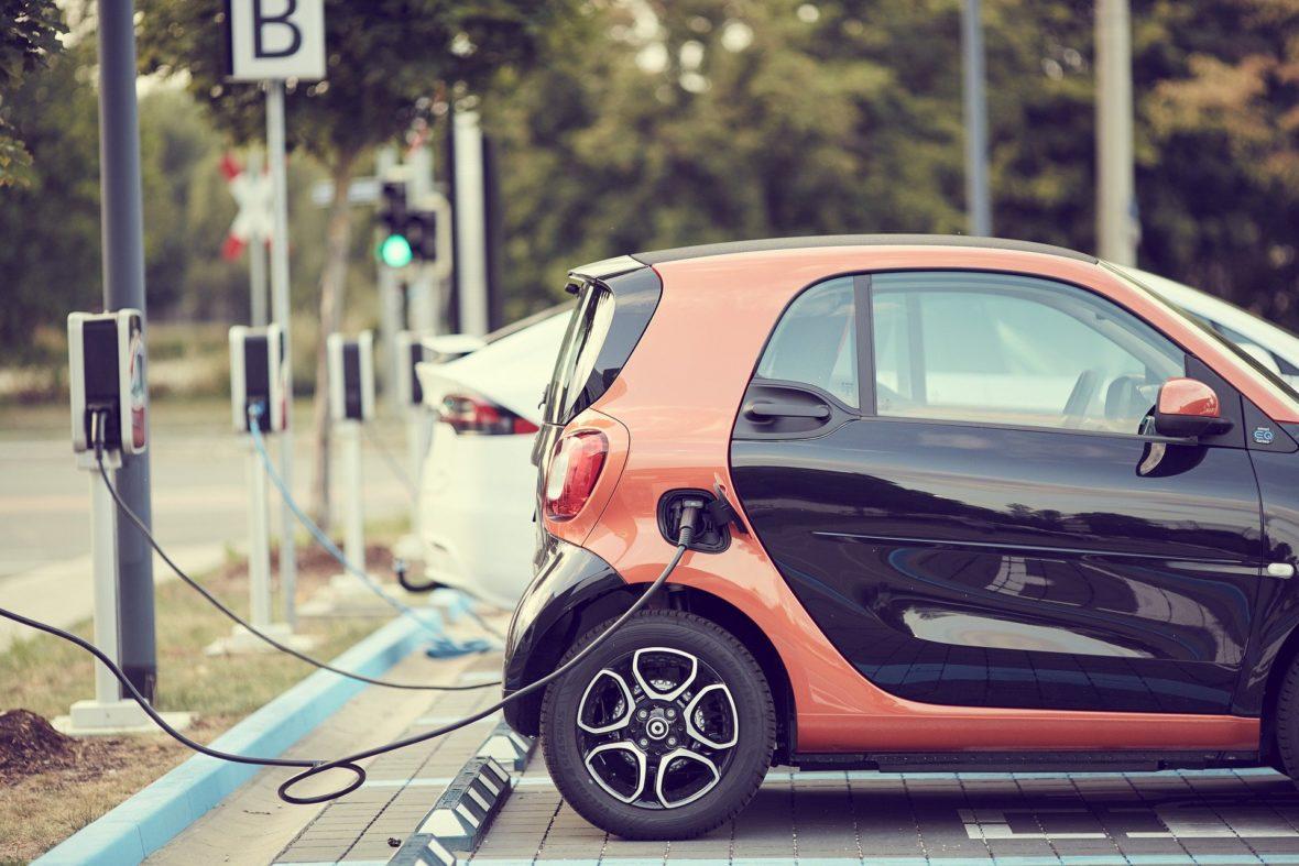 coche eléctrico opción foto 2 1180x787 - Ayudas que ofrece el Plan Emite Cero en Madrid