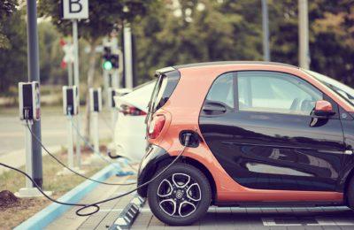 coche eléctrico opción foto 2 400x260 - Ayudas que ofrece el Plan Emite Cero en Madrid