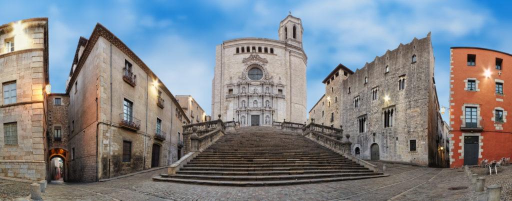 girona 2 1024x402 - Girona: ruta turística de ensueño para los amantes del cine