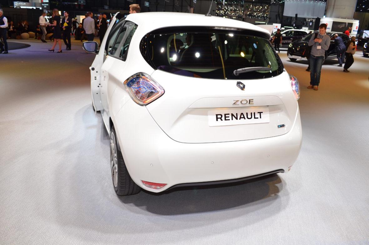 Renault 1 1 1180x782 - ¿Cuál es el coche eléctrico más vendido de España?