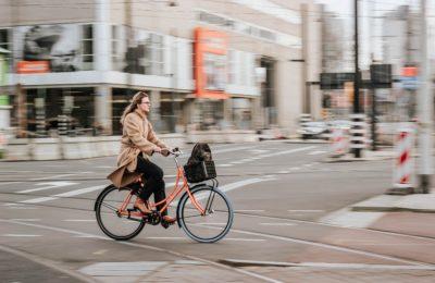 Ciclista 1 400x260 - Nueva movilidad: Guía para los ciclistas urbanos