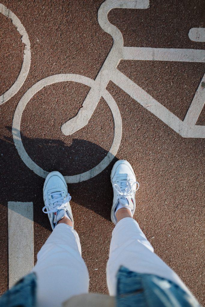 pexels cottonbro 4612881 683x1024 - Nueva movilidad: Guía para los ciclistas urbanos