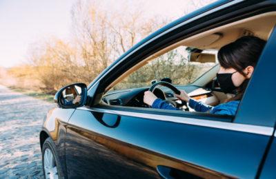 Mascarilla 1 400x260 - Dónde llevar la mascarilla en el coche para evitar multas