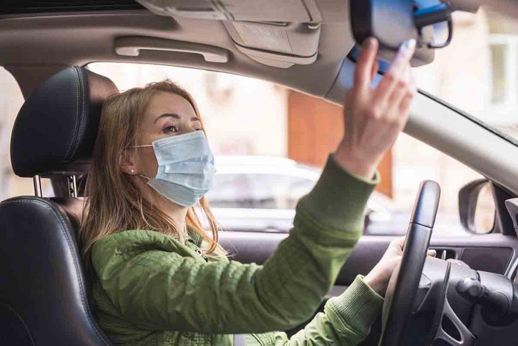 Mascarilla 2 1 1024x684 - Dónde llevar la mascarilla en el coche para evitar multas