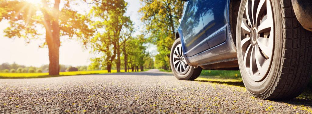 planificar viaje coche 1024x376 - 5 rutas para hacer en coche por España