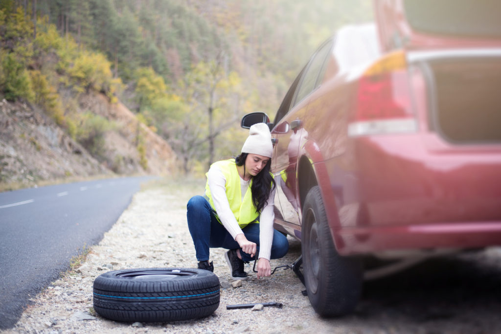 rueda del coche 1 1024x683 - Cómo cambiar una rueda de coche paso a paso