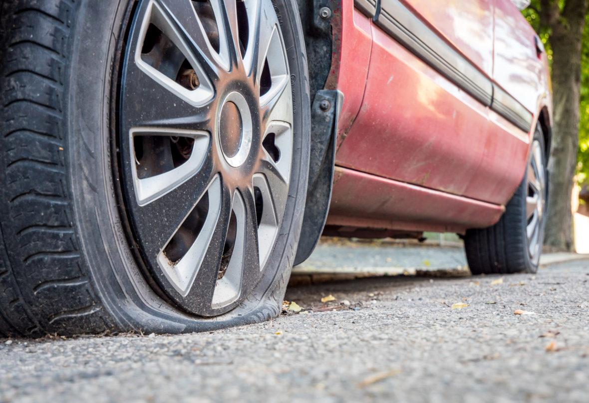 como cambiar una rueda del coche