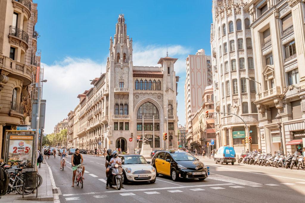 zona azul y verde barcelona 2 1024x683 - Horarios y precios para aparcar en la zona verde y zona azul de Barcelona