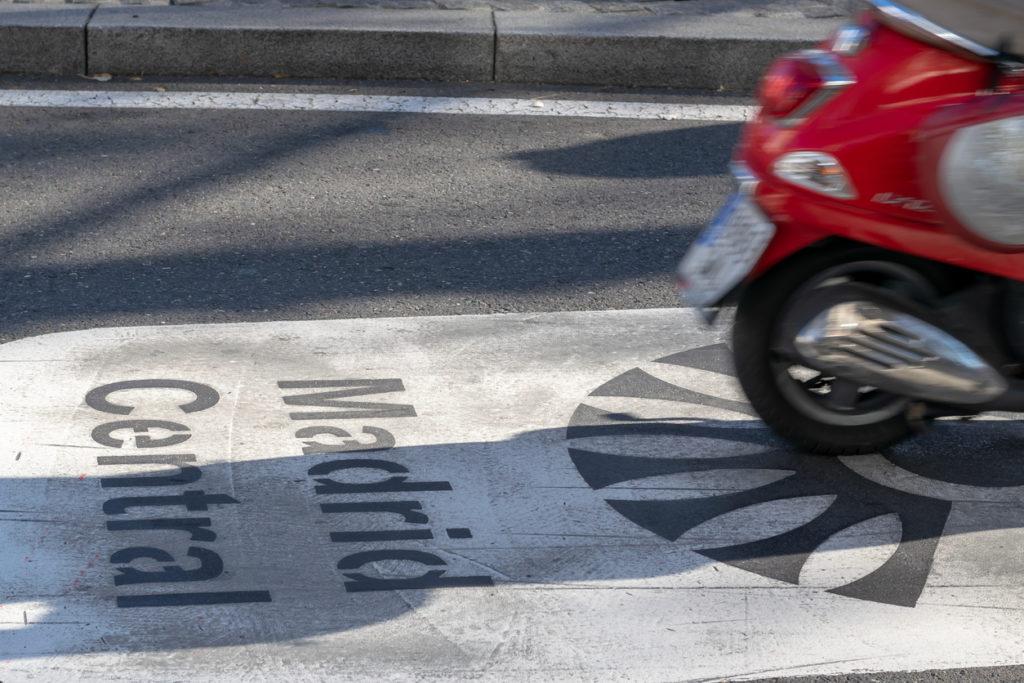 aparcar moto madrid 1 1024x683 - Cómo y dónde aparcar tu moto en Madrid